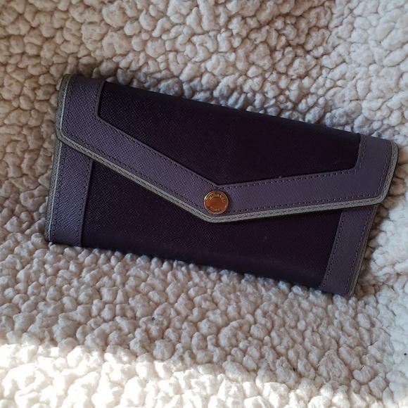 16c43d65cdcc39 Michael Kors Purple Wallet 💜. M_5bac1997194dad75eb2ac218